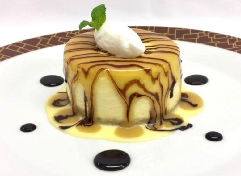 Der Caramel Cheesecake mit Butterscotch (Buttertoffee) und Vanillesauce im Cagney´s