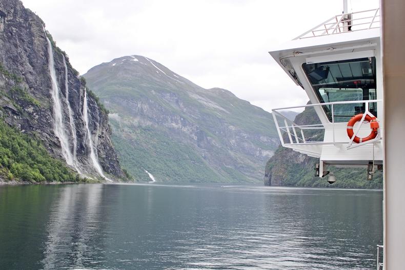 Rundumpromenade der MS Midnatsol im Geirgangerfjord
