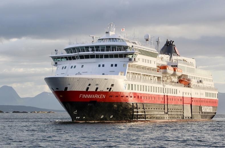 MS Finnmarken von Hurtigruten in Molde