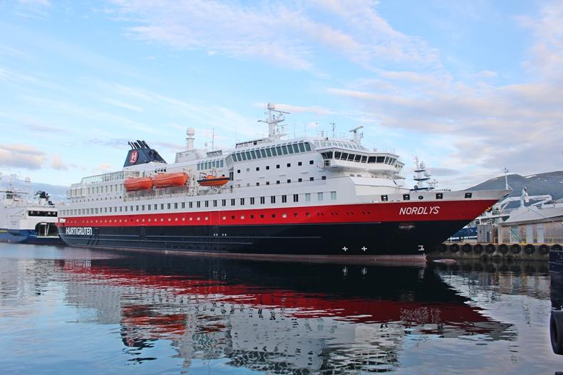MS Nordlys von Hurtigruten in Alesund