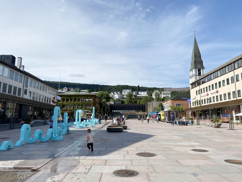 Das bunte Treiben im Stadtzentrum von Molde