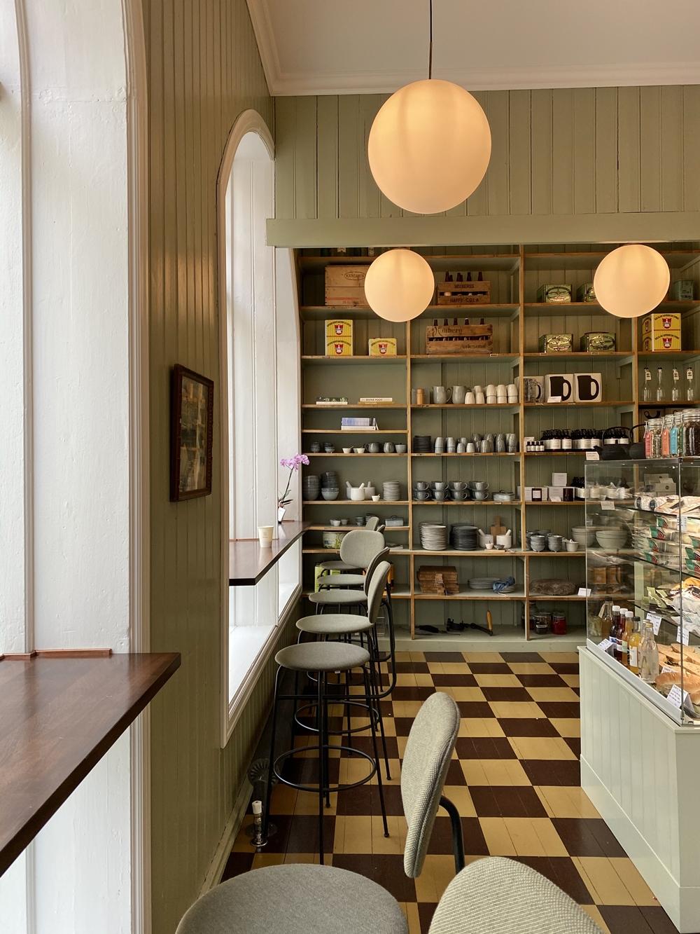 Gemütliches Cafe in Alesund, direkt nebenan vom Hotel Brosundet