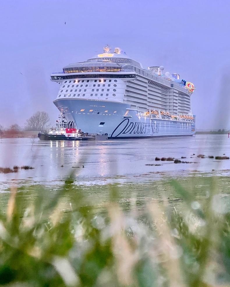 Fotos von Royal Caribbean´s Odyssey of the Seas bei der Emsüberführung